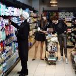 shinymen-Karl-fait-defiler-Chanel-dans-un-supermarche-automne_hiver-2014_2015-couv